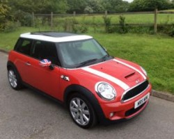 James chose this 2009 / 59 MINI Cooper S with Chilli Pack Electric Double Panoramic Glass Sunroof & Bluetooth 1 Owner Called Raskel!