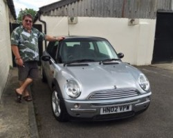 Simon has chosen this 2002 MINI Cooper In Pure Silver with Half Leather & Full Service History