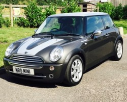 2006 MINI Cooper Park Lane with Full Lounge Leather Heated Seats & Chili & Visibility Packs too