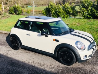 Too late she's gone to Kent to  live    2007 / 57 MINI One Automatic in Pepper White with Low Miles & HUGE SPEC including Sunroof & half White Leather