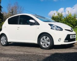 2013 / 62 Toyota Aygo Fire in Brilliant White with Cool Dark Grey Interior