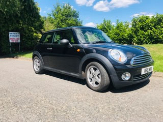 2009 MINI One in Black with 1.4cc engine – ideal for young drivers
