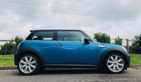 Lynn chose this 2009 / 59 MINI Cooper S – Chili Pack, Full Service History & More – Called Eddie!