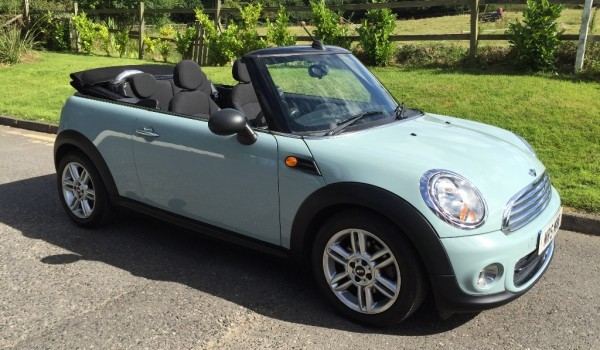Welcome back to this 2013 MINI One Convertible 1.6 Ice Blue  52K MILES