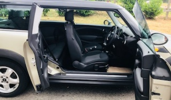 Off to Devon for this 2007/57 MINI Cooper Clubman in Sparkling Silver with Low Miles & MOT to July 2019