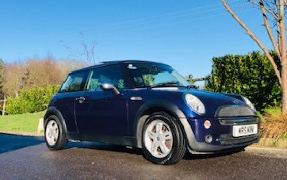 2005 MINI One in Black Eyed Purple with Sunroof & Full Leather Sports Seats & Low Miles for Age 68K