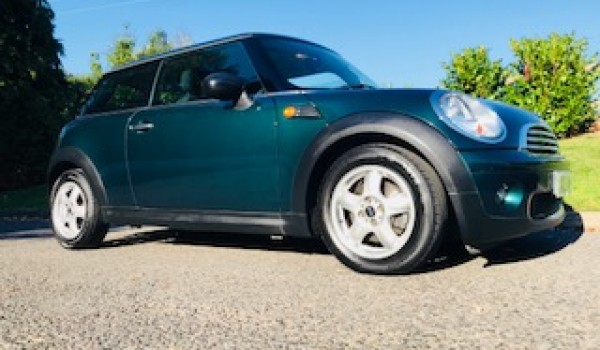 Deposit taken 2009 / 59 MINI Cooper Automatic in British Racing Green with Air Con – VALUE FOR MONEY