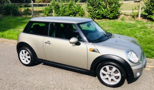 Dez has chosen this 2007 MINI Cooper In Sparkling Silver with Full Punch Leather & Low Miles