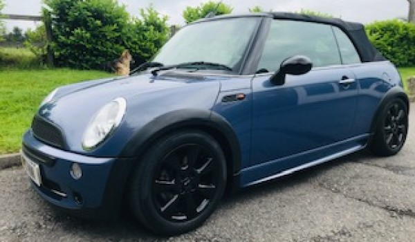 2005/05 MINI Cooper Convertible in Blue with Low Miles & Black Alloys
