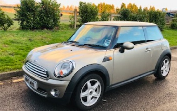 2009 MINI Cooper in Sparkling Silver with Pepper Pack