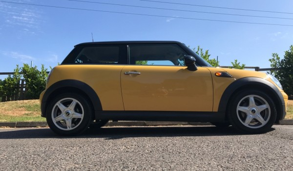Sandra has chosen this 2007 / 56 MINI Cooper with Chili Pack In Great Condition with Low Miles