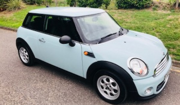 Chosen as a gift for Jasmine is this 2012 / 62 MINI One In Ice Blue with Low Miles – Drives nicely too!