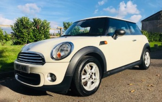 2012 / 62 MINI One with Pepper Pack in Pepper White & with Low Miles