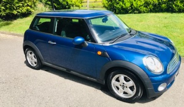 Jess has chosen this 2009 MINI One 1.4 in Blue with Low Miles & Service History