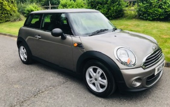 2011 MINI ONE AUTOMATIC in Velvet Silver with Salt Pack & Low Miles