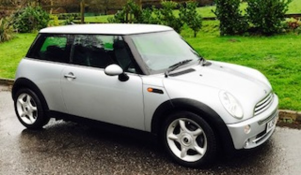 2006 / 56 MINI Cooper in Pure Silver & just 26K miles with Chili Pack & Full Leather Sports Seats too