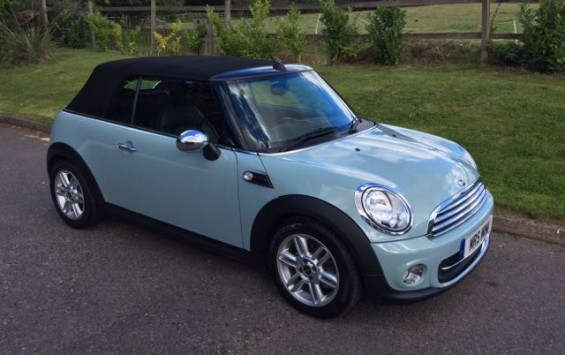 2014/64 MINI One Convertible in Ice Blue
