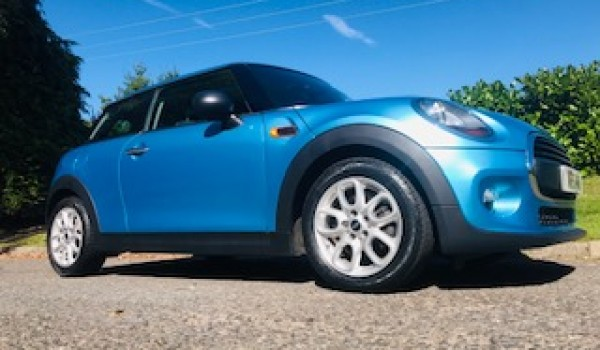Dale chose this stunning 2015 MINI Hatch 1.2 One Hatchback 3dr Petrol in Electric Blue with Great Spec