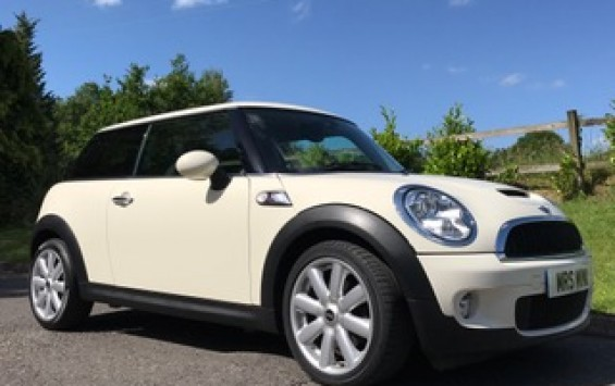 2009 / 59 MINI Cooper S with Chili & Visibility Packs in Pepper White with Low Miles 26K & 1 Owner